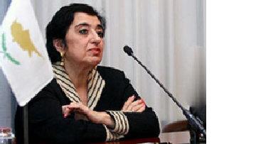 Греческая часть Кипра следит за действиями Косово picture
