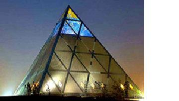 Построй мне пирамиду: Даниэль Либескинд и 'олигархитекторы' picture