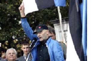 Националист Юри Лийм украл два советских памятника picture