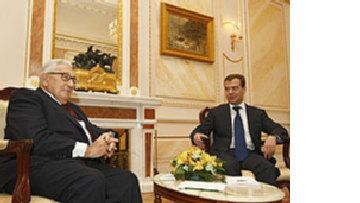 Киссинджер встретился с Медведевым и Путиным picture