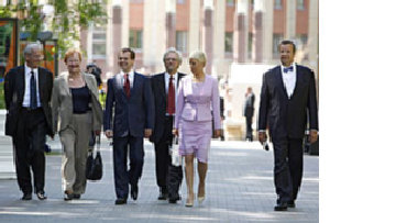 Ханты-Мансийская Европа. Дмитрий Медведев затащил европейцев в Сибирь, чтобы доказать: Россия - тоже Европа picture