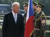 Вице-президент США Джозеф Байден на приветственной церемонии в Праге