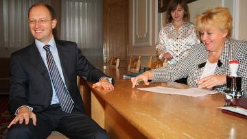 Арсений Яценюк подает документы в ЦИК
