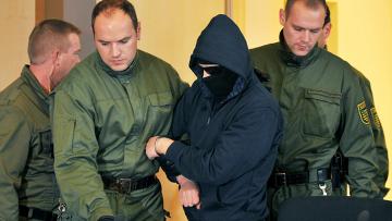 Двадцативосьмилетний немец, которого обвиняют в убийстве беременной египтянки в зале суда