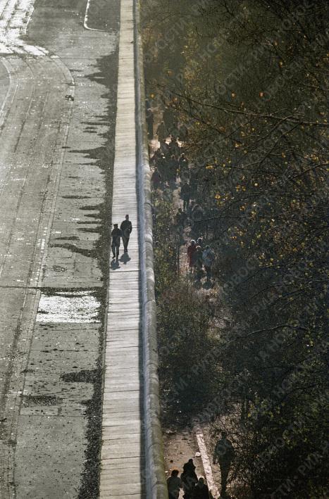 """По ту и другую стороны """"Берлинской стены"""""""
