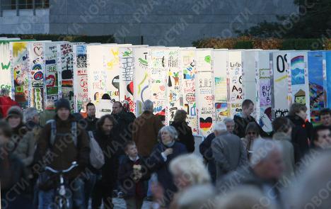 Инсталляция на месте Берлинской стены