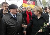 Ангела Меркель и Михаил Горбачев в Берлине во время годовщина падения Берлинской стены
