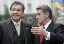 Виктор Ющенко встречает прилетевшего с визитом в Киев Михаила Саакашвили