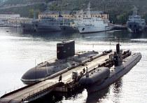 """Подводная лодка """"Алроса"""", """"ПЗС-50"""" и вспомогательные суда в Южной бухте Севастополя"""