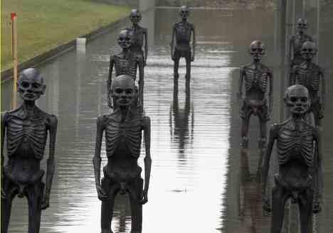 """Скульптурная инсталяция """"Пульс Земли"""", установленная на улице Копенгагена до открытия саммита ООН по изменению климата 2009"""