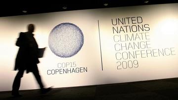 Плакат на входе на саммит ООН по изменению климата в Копенгагене. Саммит открылся 7 декабря и закроется 18 декабря 2009 года.