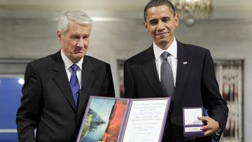 Бараку Обаме вручают Нобелевскую премию мира