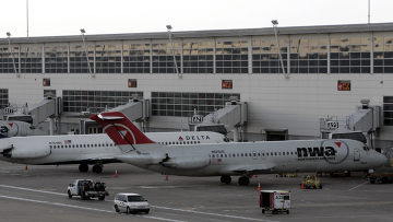 Попытка подрыва пассажирского самолета авиакомпании Northwest Airlines в аэропорту Детройта