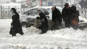 Сильный снегопад в городе