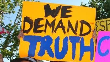 """Демонстрация с плакатами """"Мы требуем правды"""""""