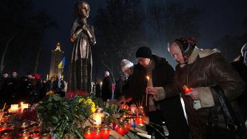"""Участники всеукраинской акции """"Зажги свечу"""""""