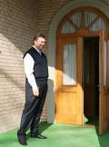 Лидер оппозиционной Партии регионов, кандидат в президенты Украины Виктор Янукович принимает гостей.