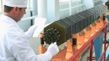 Топливная кассета атомного реактора на Новосибирском заводе химических концентратов