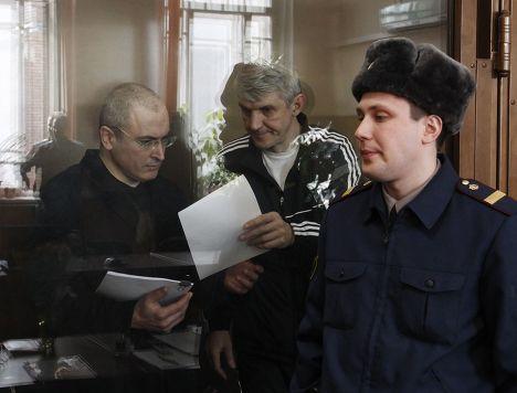 Михаил Ходорковский и Платон Лебедев в Хамовническом суде Москвы