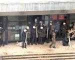 Правоохранительные органы пресекают акции оппозиции в Бишкеке