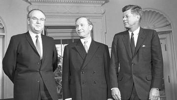 А.Ф.Добрынин, В.Кузнецов и Д.Кеннеди в Белом доме в Вашингтоне