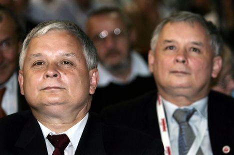 Бартья Лех (слева) и Ярослав Качиньские