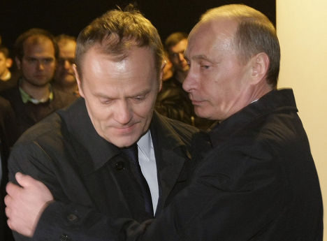 Российский премьер-министр Владимир Путин поддерживает премьер-министра Польши Дональда Туска