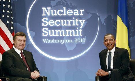 барак обама и виктор янукович на саммите по ядерной безопасности