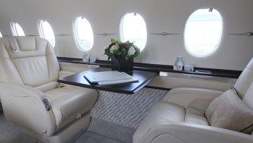 Салон нового самолета Hawker 4000