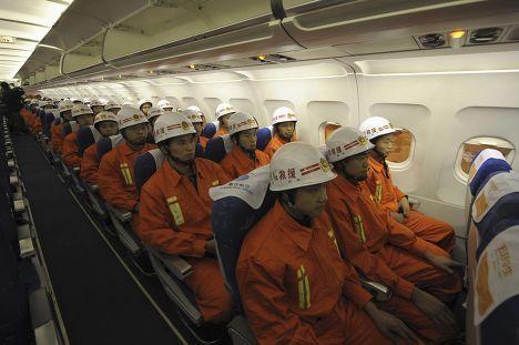 Китайские спасатели направляются в район, где произошло землетрясение