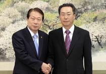 Специальный представитель Китая У Давэй (Wu Dawei) встретился во вторник в Сеуле с министром иностранных дел Ю Мен Хваном (Yu Myung-hwan)