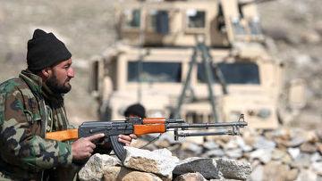 Солдат армии Афганистана с автоматом калашникова