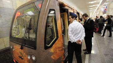 """Поезд """"Акварель"""" с новой картинной галереей запущен в метро"""