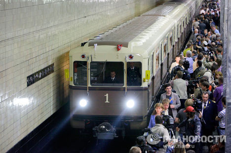 """Церемония пуска нового поезда """"Ретропоезд"""""""