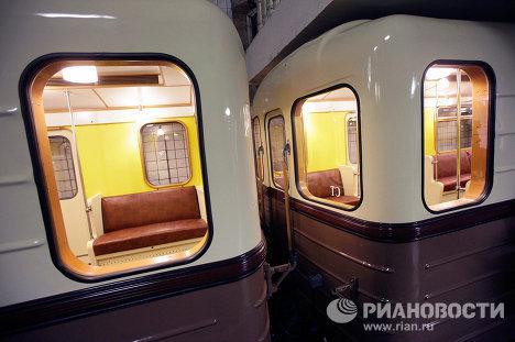15 мая в день 75-летия Московского метрополитена был пущен ретропоезд