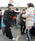эвакуированные жители южнокорейского острова Йонпхёндо в порту Ичхон