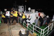 южнокорейский Красный Крест загружает гуманитарную помощь для пострадавших на острове Йонпхёндо