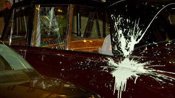 во время студенчески демонстраций в лондоне атаковали лимузин принца чарльза с камиллой