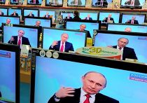 """Прямой эфир трансляции """"Разговор с Владимиром Путиным. Продолжение"""" в ммагазине электроники"""