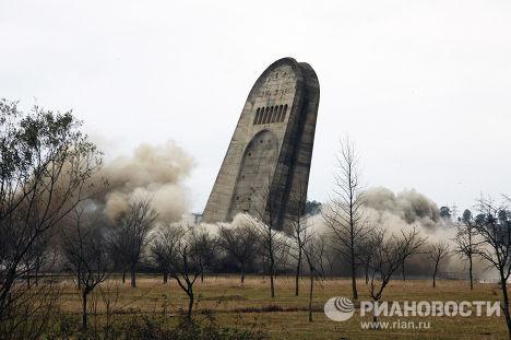 """Взрыв """"Мемориала Славы"""" в Кутаиси"""