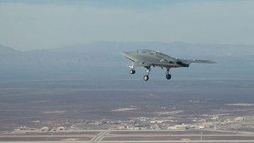 Американский беспилотный самолет X-47B