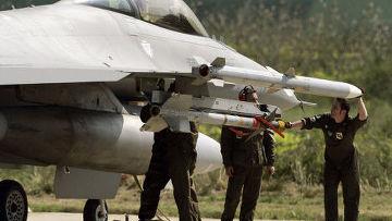 """Подготовка итальянского истребителя Eurofighter 200 """"Тайфун"""" на авиабазе Трапани, Сицилия"""