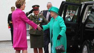 Королева Великобритании Елизавета II прилетела в Ирландию