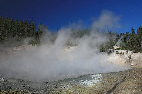 Йеллостоунская кальдера, расположенная в Йеллоустоунском национальном парке в США - самая большая вулканическая система Северной Америки
