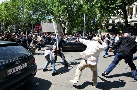 Драка во время митинга оппозиции в Тбилиси