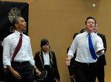 Барак Обама и Дэвид Кемерон сыграли в настольный теннис
