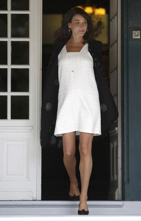"""Карла Бруни-Саркози в """"интересном положении"""" на Саммите """"большой восьмерки"""" во Франции"""