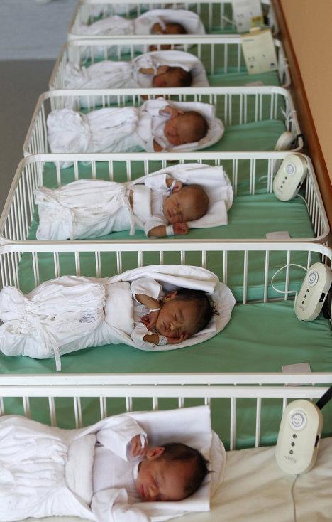 Новорожденных, разлученных с матерями на время лечения в больнице, успокаивают прослушиванием классической музыки