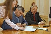 Южной Осетии и Абхазии Эдуард Кокойты и Сергей Багапш