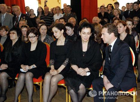 Д. Медведев на панихиде по президенту Абхазии С. Багапшу